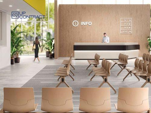 Sala d'attesa di una grande azienda con reception in legno
