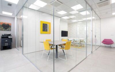 Dividi e organizza il tuo ufficio con le pareti divisorie