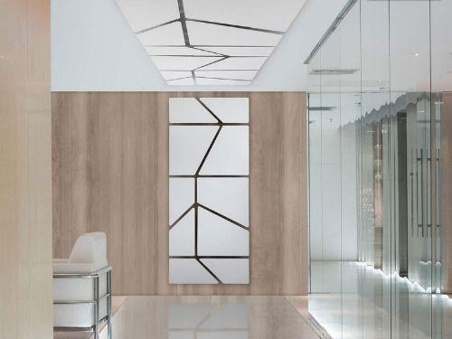 Sala d'ufficio con pannelli fonoisolanti adagiati sulla parete